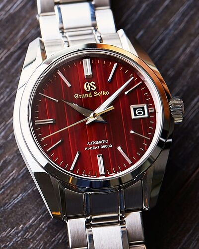 grand-seiko-heritage-mens-watch-christmas-watch-red-dial-double-image-1
