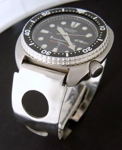vintage-motorcycle-watch-curved-stainless-steel-bracelet-20mm-endlinks (1)