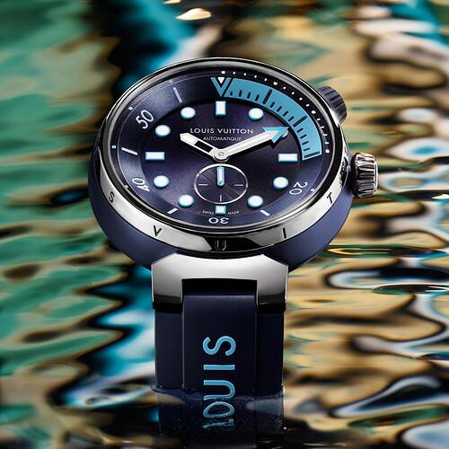 tambour-street-diver-skyline-blue-4
